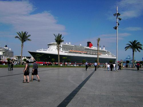 Queen Mary 2 atracado en el Puerto de la Luz