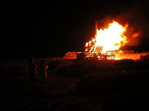 Hogueras de San Juan en la Playa de Arinaga